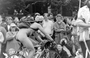 1995_Fremont_Solstice_parade_nude_cyclist_01